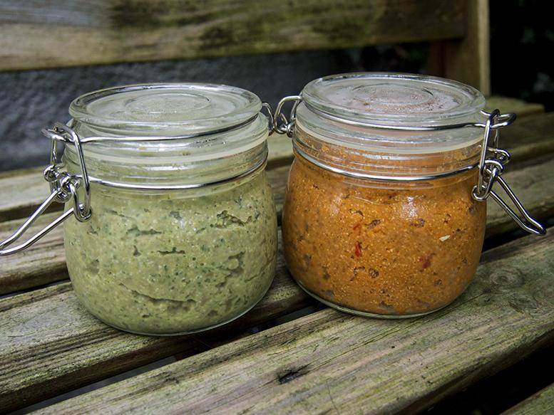 Zielony i czerwony hummus