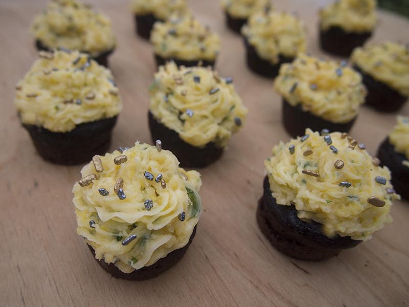 babeczki czekoladowe z kremem waniliowym