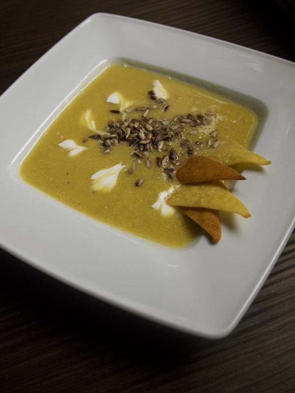 zupa krem z kukurydzy z domowymi nachosami